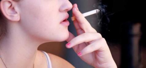 Estudiante fumando